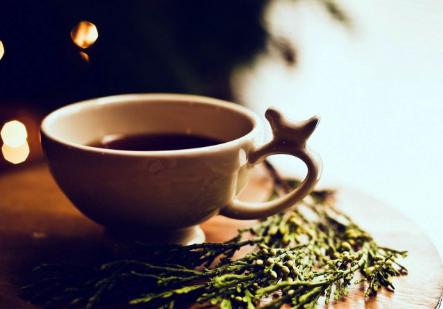 辐射,可以说这是现今社会环境中健康而美丽的杀手,值得一提的是喝茶可防止电脑辐射。尤其对于电脑一族