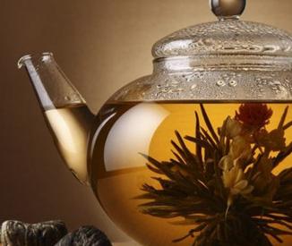 黄茶属轻发酵茶的一种,在沤的过程中,产生了大量的消化酶,对脾胃大有好处,适合一些消化不良、食