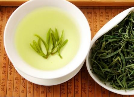 在中国茶叶市场,荼叶按质量高矮分成有机茶、绿色有机食品茶、绿色食品茶、通常基本茶。  有机茶