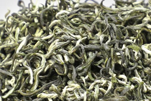 都匀毛尖,中国十大名茶之一。外形条索紧结纤细卷曲、披毫,色绿翠。香清高,味鲜浓,叶底嫩绿匀整明亮