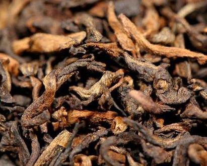 """普洱茶被人们称之为""""能喝的古董"""",主要讲究的是以陈为贵。普洱老茶特有的那种陈香韵味一直以来备"""