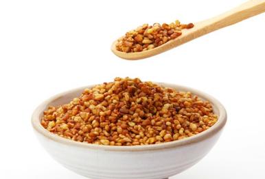 苦荞麦是一种和小麦类似的假谷物植物,常被人们用来制作面食和面包。苦荞麦不仅非常好吃,可以含有丰富