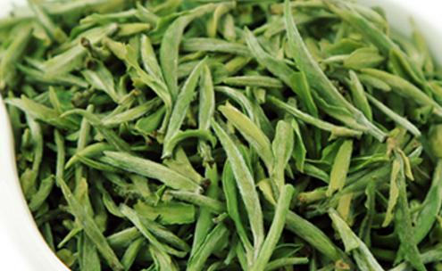 凡是用锅炒干的绿茶均称为炒青茶(如龙井、碧螺春、雨花茶等)。烘青茶:凡是用烘笼或烘干机烘干的绿茶