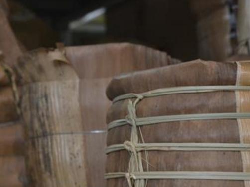 普洱茶作为一种越陈越浓越香的茶,需要经过时间的存储,在存储的过程中,普洱茶受到外界和本身的因素影