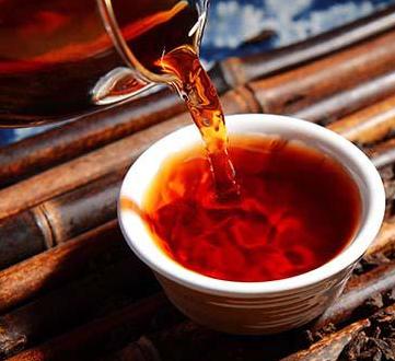 黑茶经渥堆发酵,所以性质温和。且内含的成分十分丰富,使得保健功效更加显著。对于女性来说,喝茶
