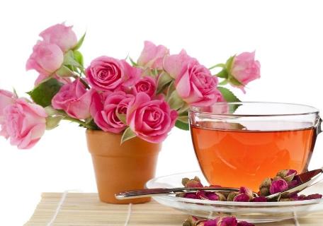 我国五千多年的历史长河中,玫瑰花茶一直以来都被作为中药的一个重要部分。玫瑰花茶,又被人们称为女士