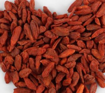 枸杞是我国的一种植物,枸杞可用来泡茶还可用来入药,它广泛分布在中国宁夏,在宁夏已有大面积种植