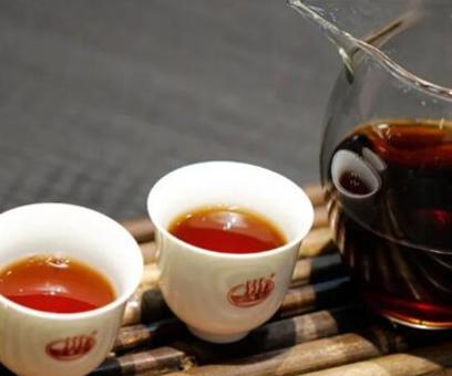 """大约一大半左右的茶艺师在招待顾客时,都是遇到相近下列的难题""""喝普洱熟茶确实能够减肥瘦身吗?"""""""