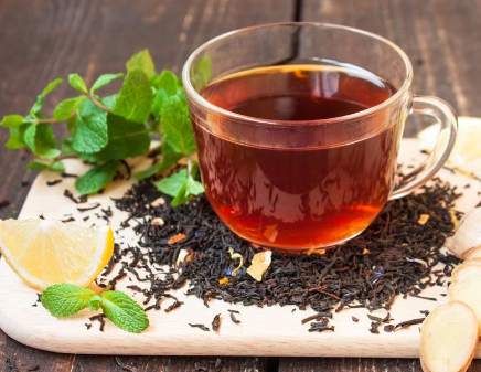 生姜红茶不仅可以提高代谢率,消耗人体内的热量,并且还具有减肥功效进而慢慢改善我们的体质。一起
