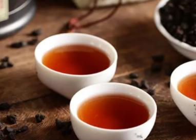 现在人的经济条件好转之后,喜欢在吃喝上面下功夫,就是喝茶也要加很多辅料进去。那么大家在喝普洱茶的