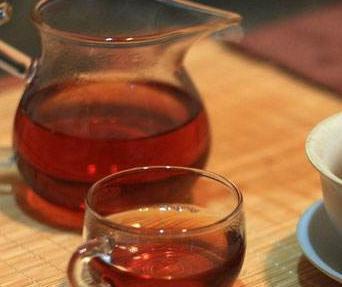 红茶,针对喜爱饮茶,身体素质偏寒的人而言,是较为非常好的挑选。红茶是中国六大茶类之一,属全发