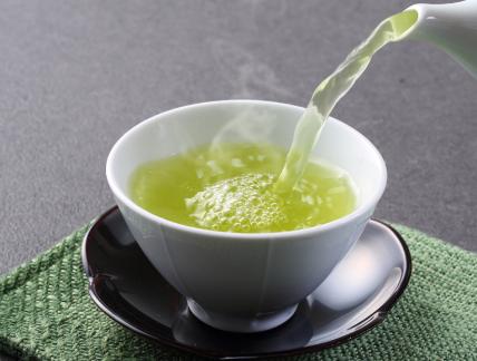 说起绿茶,想必给人们最突出的感受也许是香醇、清爽,它在水中展开的形态十分优美,并且芽叶也是相当明