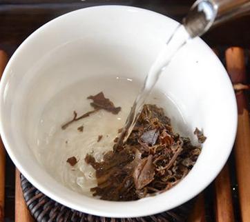 茶叶种类繁多,不同品种的茶叶,它的功效也是有所不同的。关于茶叶对人体健康的益处,一直以来是人