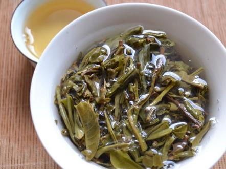 茶叶中含有的茶多酚及其各类维生素,它们均对清除自由基、预防癌症、延缓衰老等具有奇效,是当之无