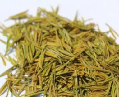 黄茶的制作和绿茶有很大的相似之处,唯一一个不同点是多一道闷堆工序。而这个闷堆的过程,就是黄茶
