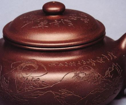 篆刻做为紫砂壶装饰设计的这种方式  深受壶友们钟爱  同是中国文化传统  相互之间融合毫无违