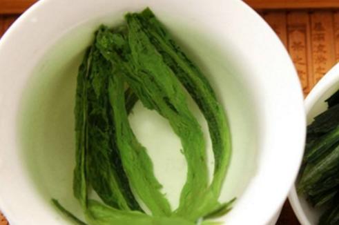 烘青绿茶包含了很多的品种,其中最主要的是黄山毛峰、太平猴魁和六安瓜片。不同品种的烘青绿茶的品质特