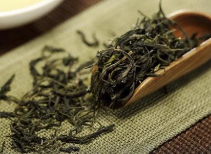 鉴别黄山毛峰茶先嗅香味,看茶汤颜色,尝味道!