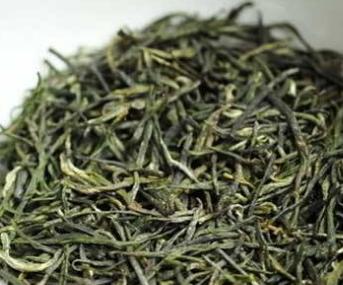 高品质的信阳毛尖茶香高浓厚、回味无穷香甜、味道醇正、回甜愕然、味道浓厚,有独特的兰花香,通道香