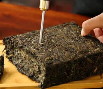 茶基本上都具有排油解腻的功效,因此我们可以得知喝茶的确是有助减肥。那么喝黑茶的减肥效果如何?