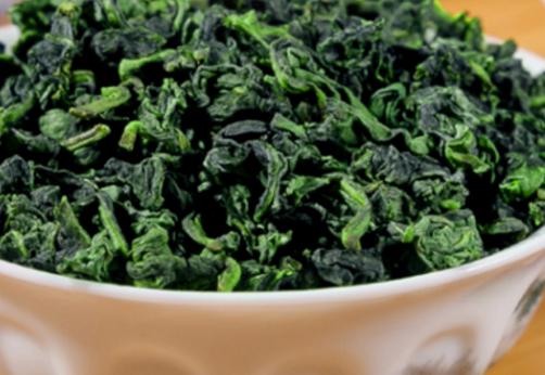 乌龙茶和绿茶都是中国六大茶类之一。绿茶以绿色为主;乌龙茶的颜色随着发酵程度的加深使其从绿色逐渐向