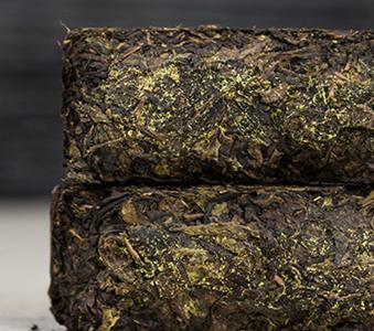 古往至今都有茶文化历史,并且还被人们流传以茶治病的传说。民间用茶治伤风、治病的记载很多。根据