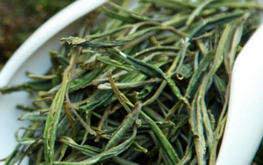 六安瓜片是绿茶中的甜品,它滋味甘醇,茶香浓郁,保健功效是为出色。当然的,六安瓜片之所以有这么高的