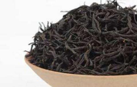 青茶(即乌龙茶)起源:福建安溪劳动人民在清雍正三年至十三年(1725-1735年)创制发明了青茶,首先传入
