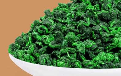 铁观音是乌龙茶的极品,其品质特征是:茶条卷曲,肥壮圆结,沉重匀整,色泽砂绿,整体形状似蜻蜓头、螺