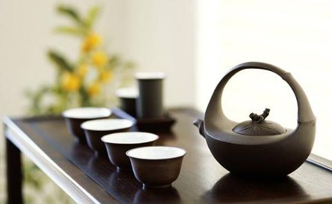 喝茶不仅是一种享受生活的方式,更是人们用来修养身心的绝佳选择。要想泡的好茶,首先对于茶具的选择一