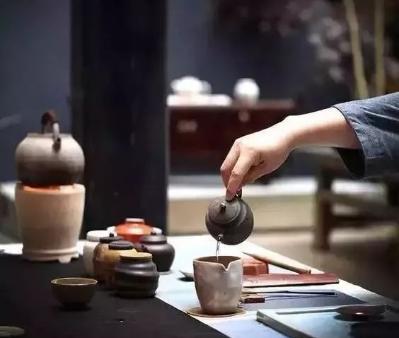 茶,这是被世界公认的健康饮品。掌握正确的喝茶方法,对人体健康是有极大益处的。然而,错误的喝茶方法