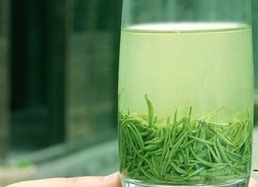 现在有很多人喜欢品茶,而中国的茶文化源远流长,博大精深,深受很多国家朋友的喜爱和追捧。那么信阳毛