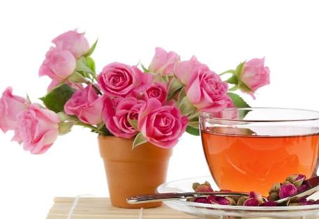 高雅的玫瑰适用于任何场合,也包括下午茶。玫瑰花茶具有清新淡雅的芳香,这是一种温和的茶,能让我们享