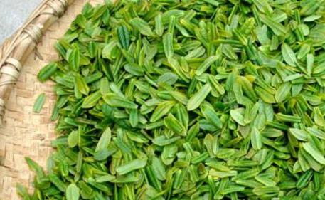 众所周知,六安瓜片是真正的有机绿茶,是绿色食品店品饮料,具有清热去腻、明目清正、降压抗癌、防止心