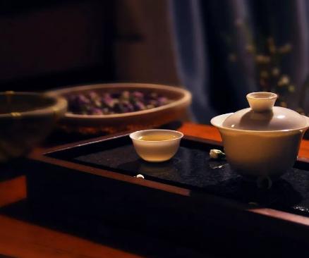 喝茶温度不可超过65摄氏度!