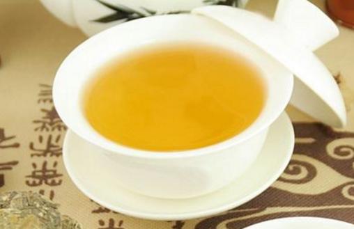 普洱茶产于云南,包括沱茶、饼茶、方茶、紧茶等。现在很多女性都喜欢用喝茶的方法来减肥,但是喝普