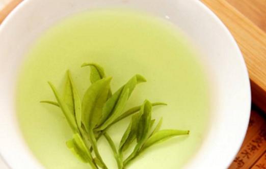 浙江绿茶有哪些品种?浙江绿茶的品种很多,比如说西湖龙井、莲芯、雀舌、莫干黄芽、华顶云雾、前岗煇白