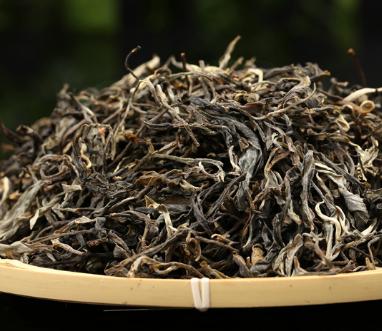 普洱茶耐泡,实则指的是茶历经数次冲泡后,其茶汤颜色口味沒有很大的转变。普洱茶的确长久耐泡,但