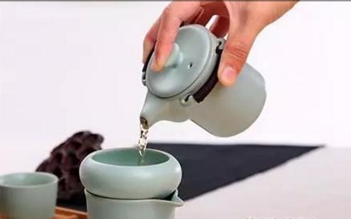 寒冷的冬季到来了,女性们在选择喝茶上犯了难,现代女性很多体质都偏寒,若是喝茶再选不对,一旦喝