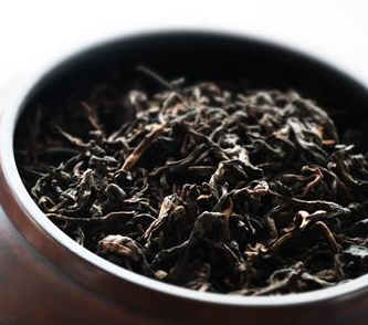 相信有很多茶友都曾经历过,某一款茶开始原本很好喝,为啥没过半月,其颜色、香气、滋味就全变了?