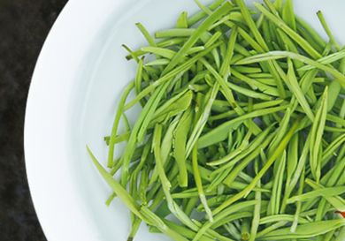 西湖龙井是绿茶中的名茶,一般同为绿茶的功效是比较相似的,那么西湖龙井的功效有哪些呢?接下来小编就