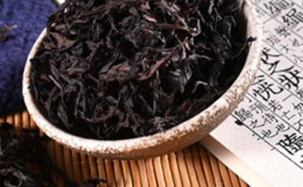 绿茶是中国第一大茶类,包含了多少品种就不用说了。岩茶的另外一个名称是武夷岩茶,其包含了很多的品种