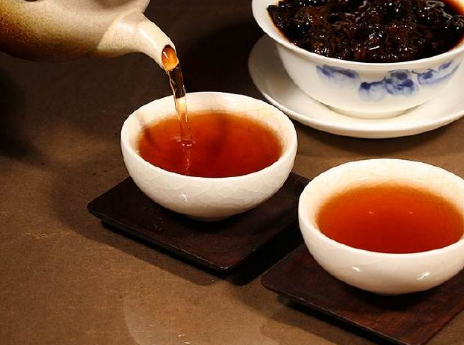 """有茶人问懂茶帝:""""普洱熟茶,即然早已人工服务渥堆发醇了,那也有个人收藏的使用价值吗?立即就喝"""