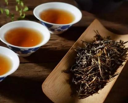 黄茶是六大茶类之一,与绿茶类似,不同点是多了一条黄焖的加工工艺。黄茶的健康保健作用非常好,常