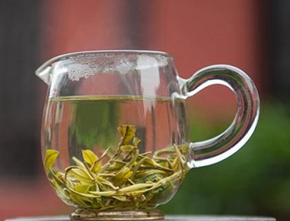 适宜的水温,这是泡好一杯茶最关键的步骤之一。下面我们一同来谈论一番泡茶对水温的要求,一起来往下深