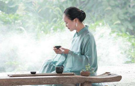 喝茶的好处众所周知,很多人都有喝茶的习惯。但喝茶因人而异,喝茶有讲究,盲目或不适当的喝茶会对身体