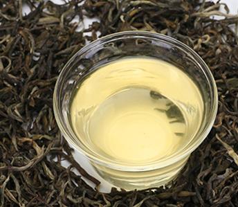 茶叶,它是一种天然健康的植物饮料,所含营养物质丰富,例如单宁、咖啡碱、蛋白质、茶多酚以及碳水