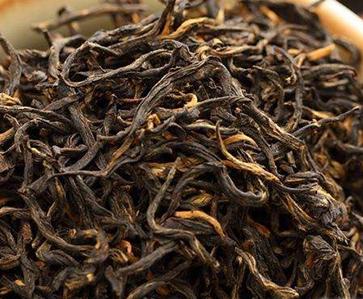 金骏眉和铁观音的差别是挺大的。金骏眉茶,属红茶中正山小种的分支,原产地于福建省武夷山市桐木村