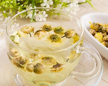 枸杞菊花茶具有养颜、明目的功效,尤其对于女性来说效果甚微。不过,枸杞菊花茶对孕妇而言,是有一定副