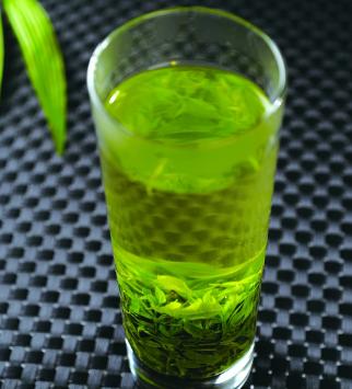 喝绿茶不仅可以缓解压力,而且口气也会清新不少呢!茶的种类诸多,我们生活中比较常见的茶类有红茶、绿